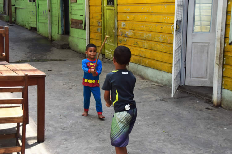 Local children playing in the streets of Casco.